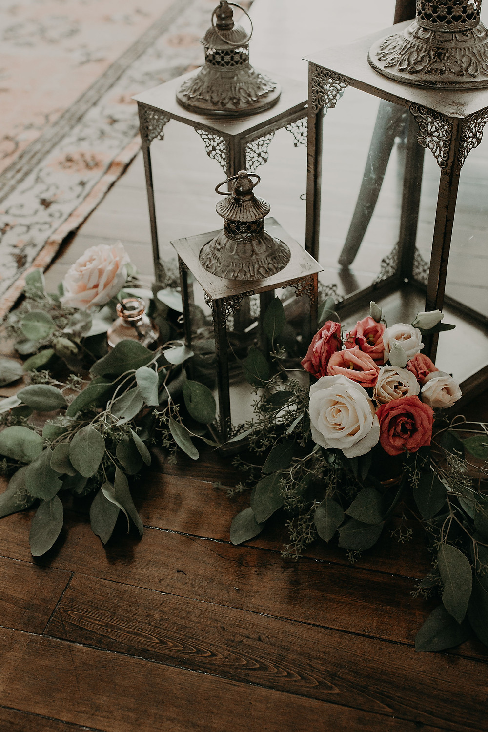 Vintage elevated wedding decor: Summer Small Wedding at The Lincoln Loft