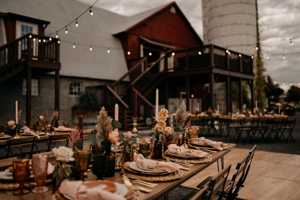 Warm & Rustic Styled Shoot at Hayloft in the Arch captured by Tracy JadeRustic Wedding Tablescape: Photography featured on Pretty Little Vintage Co.