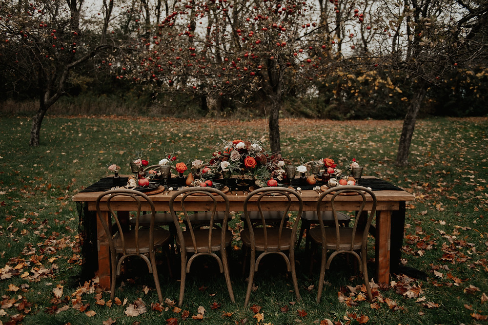 Outdoor fall wedding table decor: Dark & Romantic Wedding Inspiration featured on Pretty Little Vintage Co.