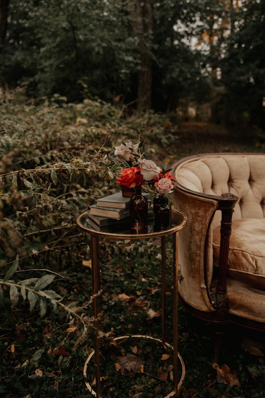 Vintage fall wedding decor: Dark & Romantic Wedding Inspiration featured on Pretty Little Vintage Co.