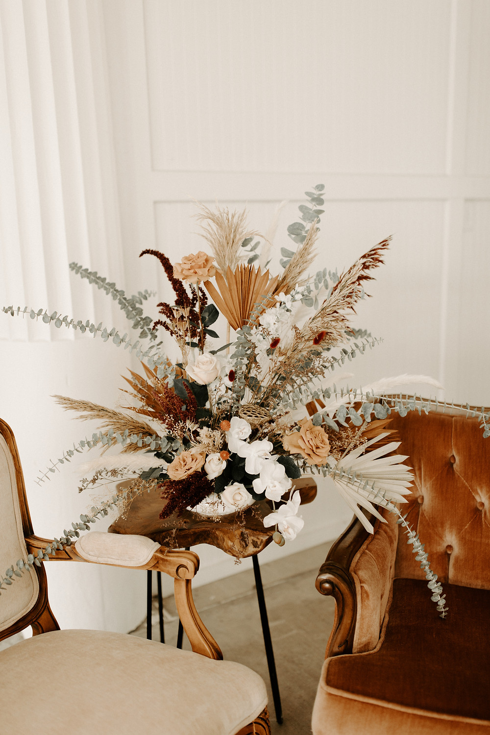 Wild flower wedding table decor