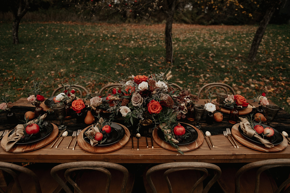 Fall wedding outdoor tablescape: Dark & Romantic Wedding Inspiration featured on Pretty Little Vintage Co.