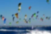 image of many kitesurfers who avoid collision