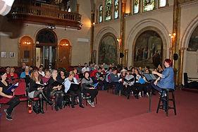 Plénière à la chapelle.jpg