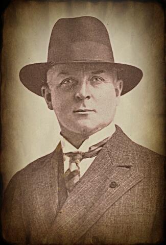 Maestro Huiracocha, Arnoldo Krumm-Heller