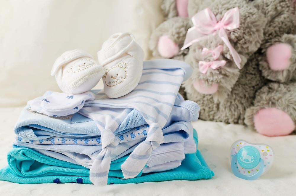 lavando as roupas do bebê