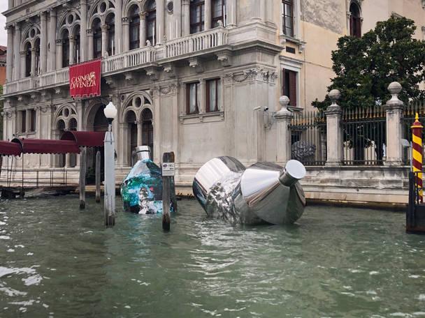 Twin Bottles: Ca' Vendramin Calergi, Venezia