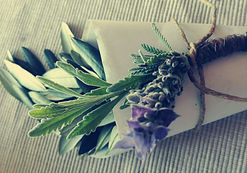 Lake Como wedding florist natural Olive conetti