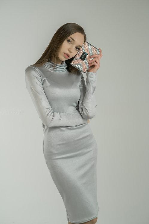 Платье трикотажное серебряное с воротом