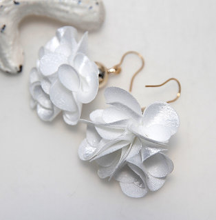 Fluffy White Flower Bomb Earrings