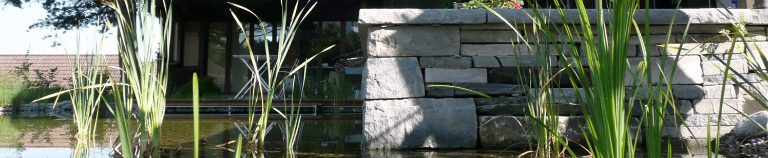 Sandsteinmauer-Schwimmteich