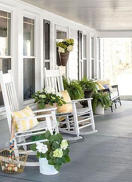Amazing-Farmhouse-Front-Porch-Decoration