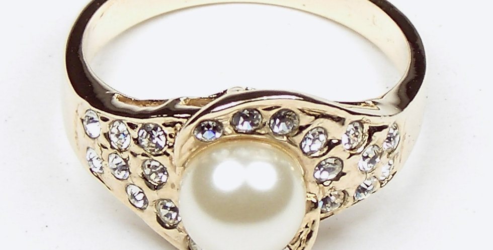 105 Gold Pearl Ring