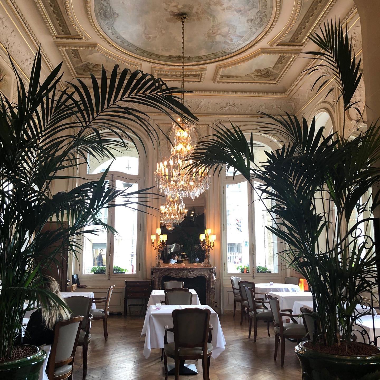 Dining Area at the Hotel Regina Louvre in Paris