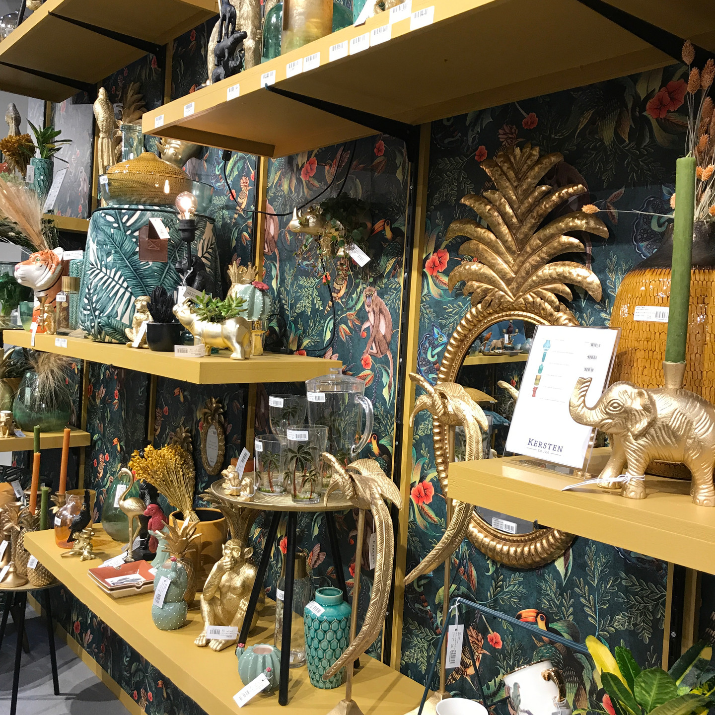 Tropical home accessories and wallpaper