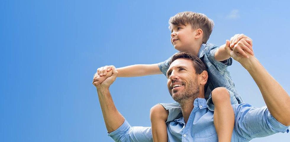 údajný otec a dítě