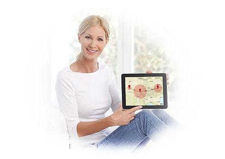 Žena s mapou a výsledkem testu původu