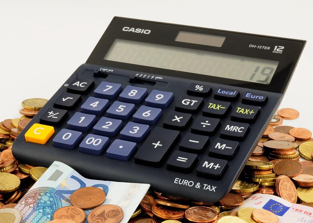 Calculadora para calcular e ponderar a contratação de uma ej