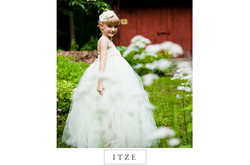 CT wedding photo flower girl with barn outdoor rustic with daisies