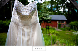 CT wedding photo barn and dress rustic outdoors