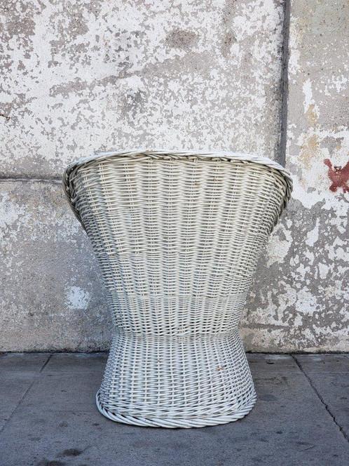 Vintage Wicker Chair. SKU: Vin3211. $ 150.00