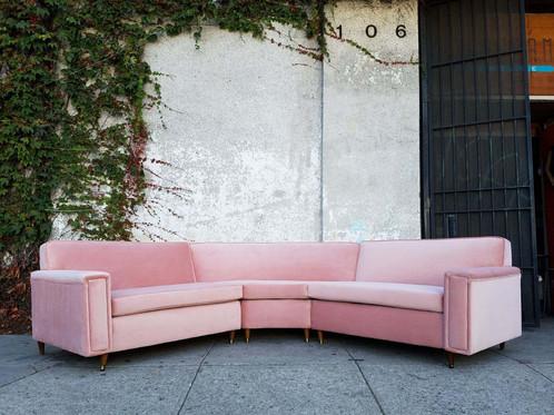 Exceptionnel Pink Vintage Velvet 1950u0027s Sofa