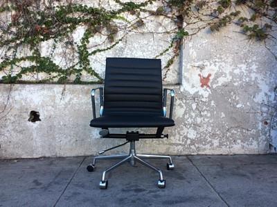 Mid Century Herman Miller Style Office Chair