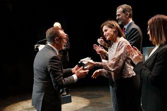 Actiu recibe el Premio Nacional de España de mano de los Reyes de España