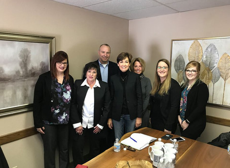 Governor Kim Reynolds Visits Spin Markket On Condition Of The State Tour
