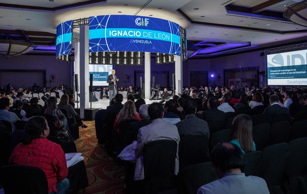 Evento corporativo de tecnología e innovación.