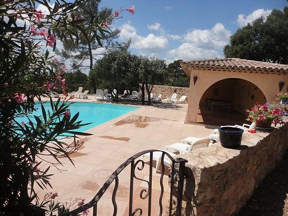 Vue piscine Bastides Provençales