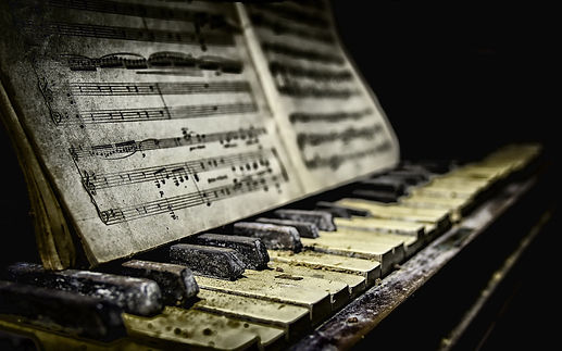 Piano-sheet-music-dirt_1920x1200.jpg