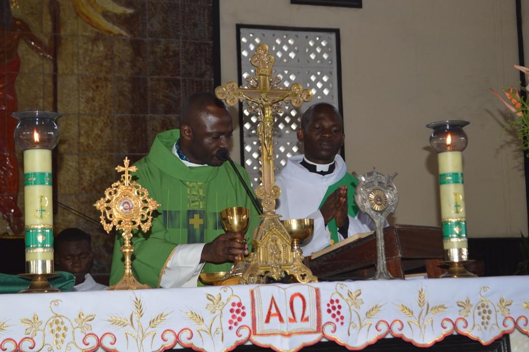 Célébration_eucharistique.JPG