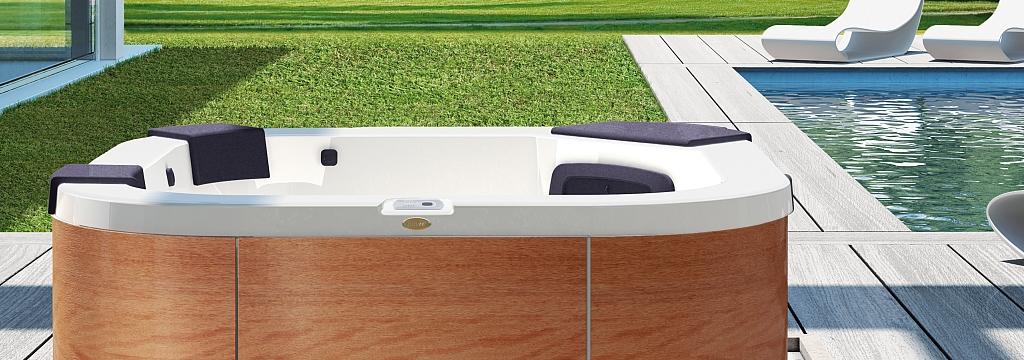 Delfi-Hot-Tub-Garden header.jpg