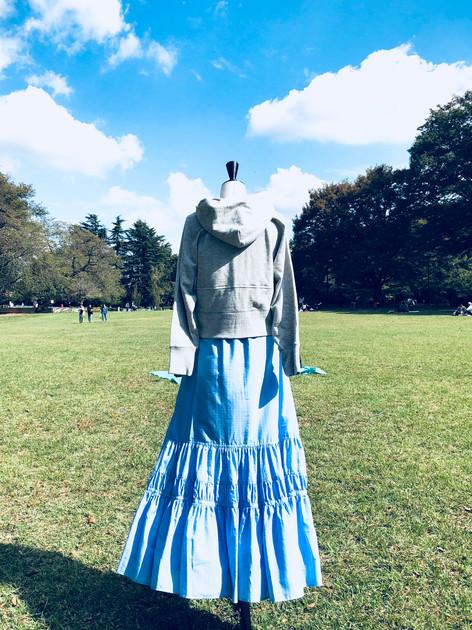 D34 Hoodie ¥23,000  D41 Skirt ¥28,000