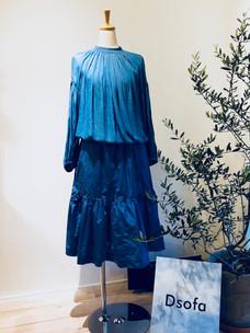 D14 Blouse \17,000  D13 Skirt ¥19,000