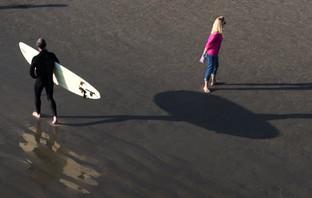 SURFER SHADOWS WOMAN