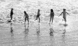 GIRLS IN THE SHALLOW SURF