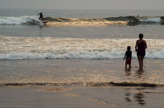 MOTHER & SON WATCH SURFER