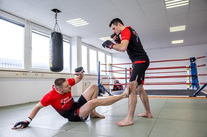 Training für MMA, Thai- & Kickboxen, Wing Combat, BJJ, Wing Weapon und Yoga & Fitnesskurse in München Trudering