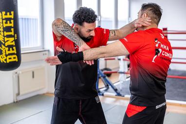 Selbstverteidigung in für MMA, Thai- & Kickboxen, Wing Combat, BJJ, Wing Weapon, Kampfsport und Yoga & Fitnesskurse München Giesing