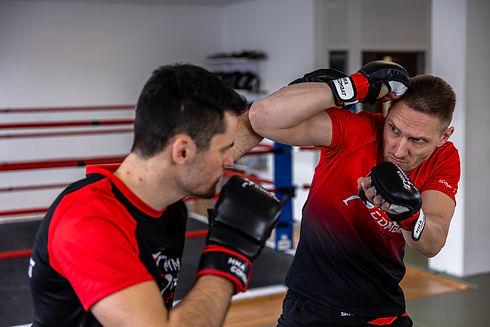Traininer Ausbildung für MMA, Thai- & Kickboxen, Wing Combat, BJJ, Wing Weapon, Kampfsport und Yoga & Fitnesskurse