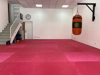 Studio für MMA, Thai- & Kickboxen, Wing Combat, BJJ, Wing Weapon und Yoga & Fitnesskurse in München Giesing