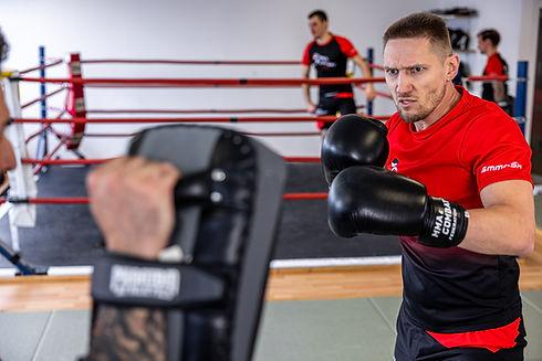 Beim Training von MMA, Thai- & Kickboxen, Wing Combat, BJJ, Wing Weapon und Yoga & Fitnesskurse
