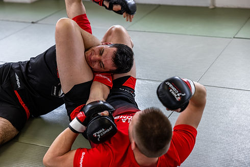 Jiu Jitsu für MMA, Thai- & Kickboxen, Wing Combat, BJJ, Wing Weapon, Kampfsport und Yoga & Fitnesskurse