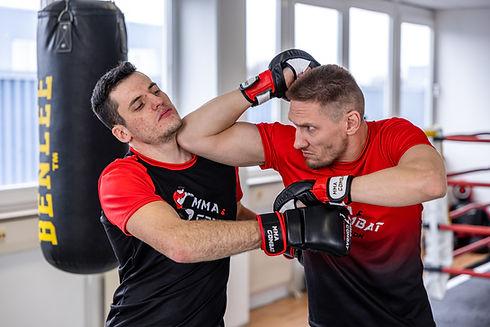 Training  für MMA, Thai- & Kickboxen, Wing Combat, BJJ, Wing Weapon, Kampfsport und Yoga & Fitnesskurse in Freilassing