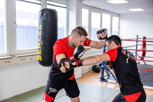 Mitglied werden für MMA, Thai- & Kickboxen, Wing Combat, BJJ, Wing Weapon und Yoga & Fitnesskurse in München Trudering