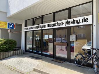 Studio für MMA, Thai- & Kickboxen, Wing Combat, BJJ, Wing Weapon, Kampfsport und Yoga & Fitnesskurse München Giesing