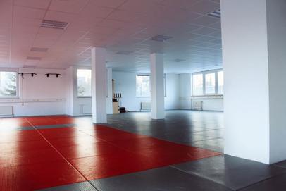 Studio fürMMA, Thai- & Kickboxen, Wing Combat, BJJ, Wing Weapon und Yoga & Fitnesskurse in München Trudering