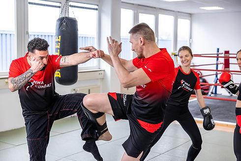 MMA Combat Studio für MMA, Thai- & Kickboxen, Wing Combat, BJJ, Wing Weapon und Yoga & Fitnesskurse